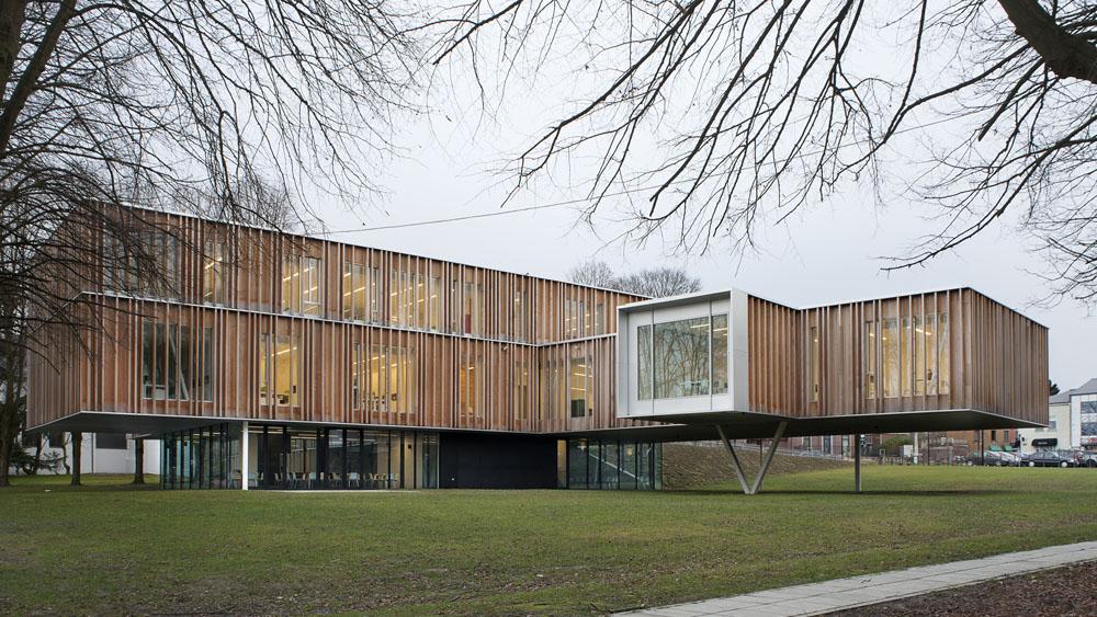 Gemeentehuis van montigny le tilleul infosteel for Structure metallique architecture